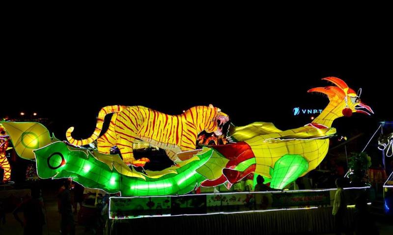 Lễ hội Thành Tuyên rực rỡ với muôn vạn đèn lồng