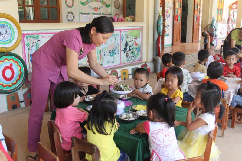 Tuyên truyền vận động, phối kết hợp cô giáo và gia đình
