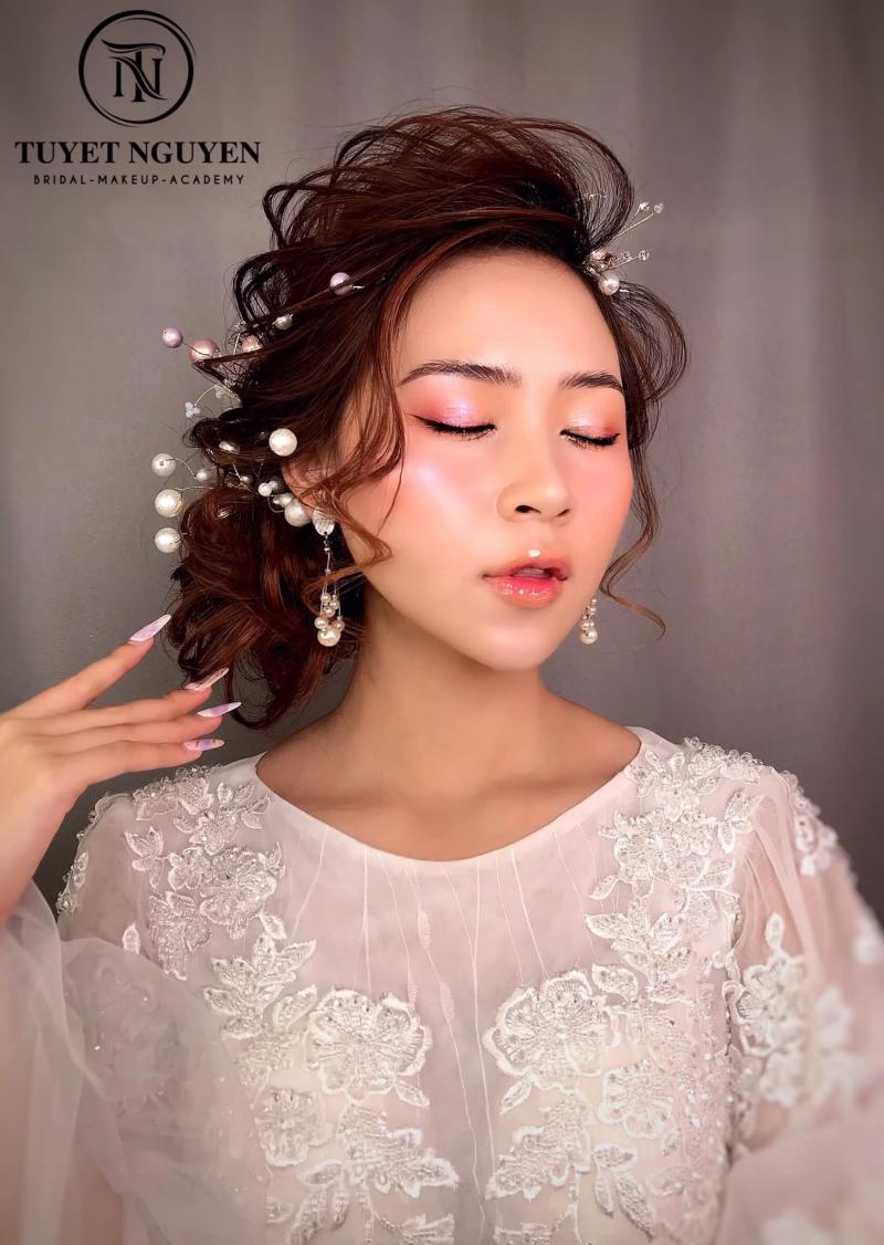 Tuyết Nguyễn Make up Acamedy