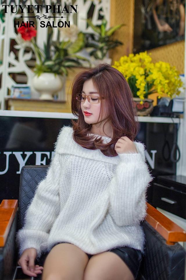 SalonTuyet phan cũng luôn cập nhật những xu hướng tóc mới nhất, vì thế khi đến đây bạn có thể sở hữu cho mình style tóc đẹp đang được ưa chuộng nhất hiện nay