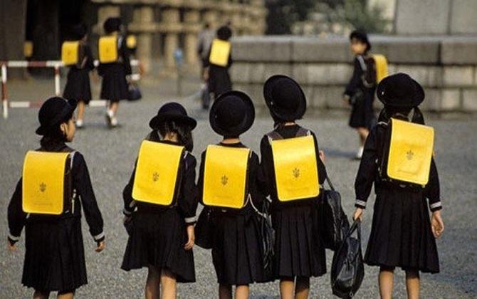 Tỷ lệ học sinh đi học đầy đủ, đúng giờ ở Nhật Bản là 99,99%