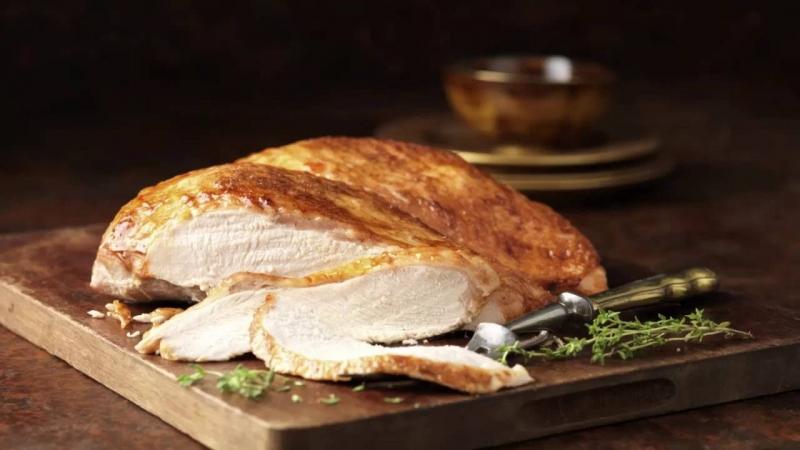 Ức gà tây có chứa nhiều protein.