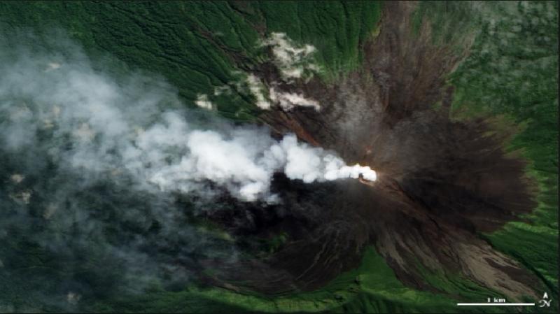 Hình ảnh núi lửa Ulawun hoạt động được vệ tinh chụp lại