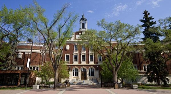 University of Alberta là trường đại học danh tiếng thứ 4 của Canada nằm tại thành phố Admonton thuộc tỉnh bang Alberta