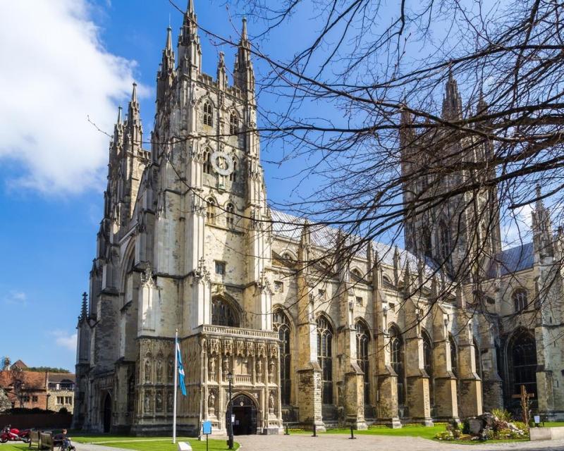 University of Kent được thành lập từ năm 1965 tại một thành phố xinh đẹp của Anh Quốc