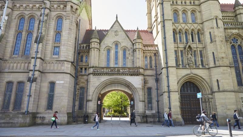 Với hơn 180 năm bề dày lịch sử University of Manchester nằm tại một trong ba thành phố đáng sống nhất nước Anh