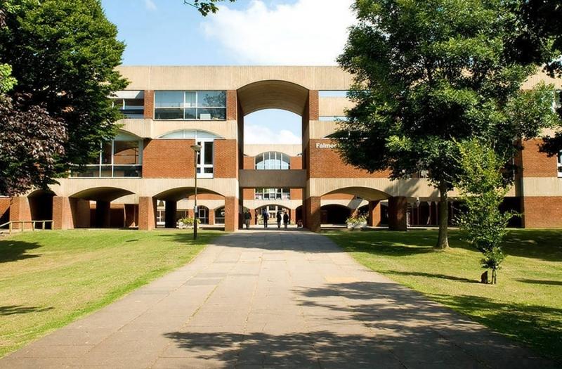 University of Sussex được thành lập vào năm 1961 và nằm tại Brighton
