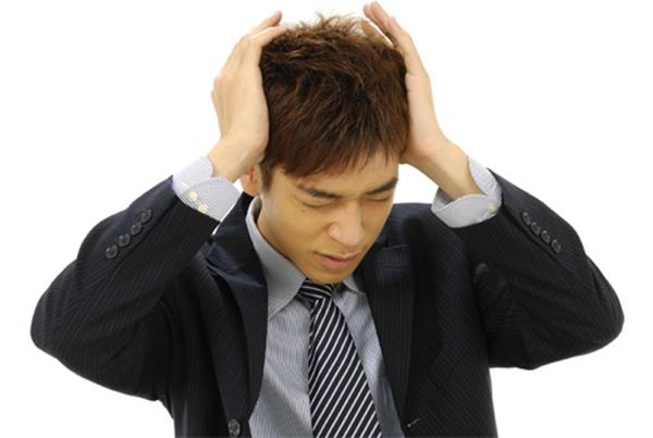 Uống cà phê làm gây đau đầu và căng thẳng khi làm việc