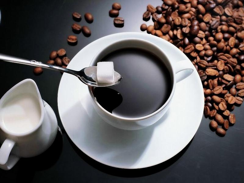 Không nên uống cà phê có quá nhiều đường, sữa. Nó sẽ khiến bạn mập hơn.