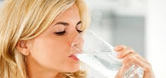 Uống đủ 2 lít nước mỗi ngày