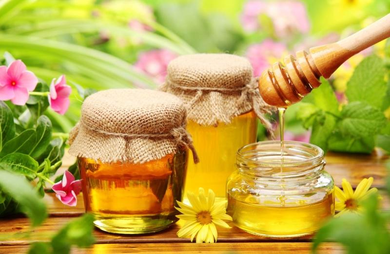 Uống một cốc nước mật ong trước khi đi ngủ.
