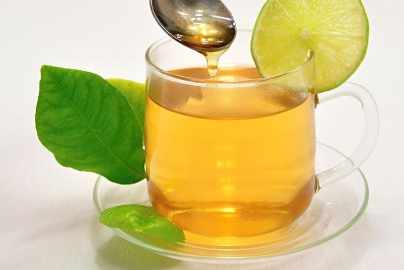 Uống một cốc trà mật ong hoặc sữa mật ong vào bữa chiều.