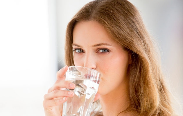 Bổ sung nước hàng ngày để giúp bạn không bị mất nước trong những ngày hè nắng nóng này