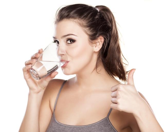 Mỗi ngày từ 2 – 2,5 lít nước để da luôn sáng khỏe