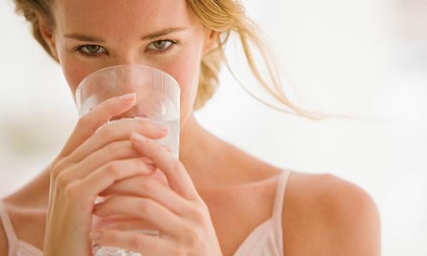 Uống nhiều nước và uống nước trước khi ăn