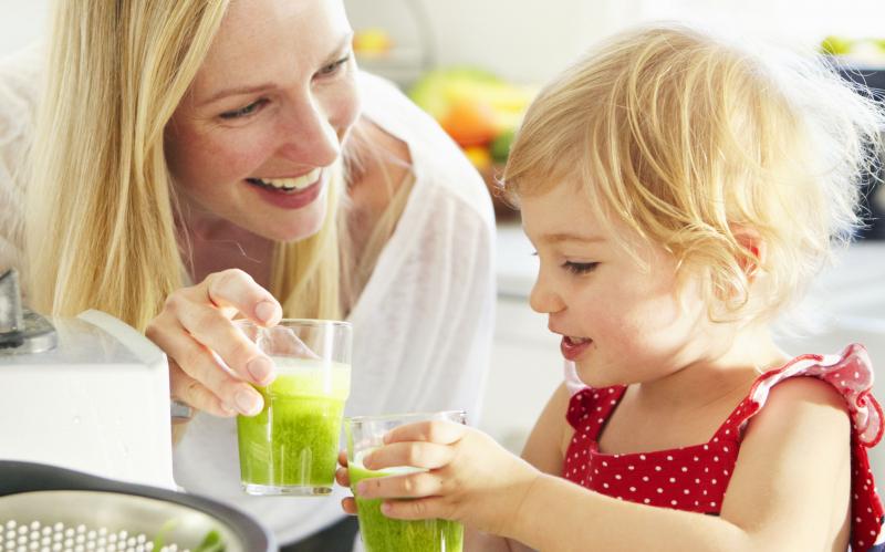 Uống nước ép trái cây mỗi ngày