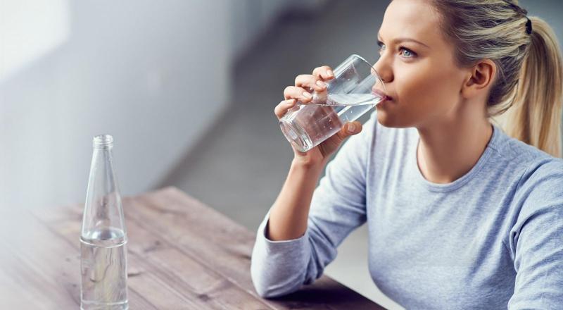 Uống nước lọc sau khi thức dậy