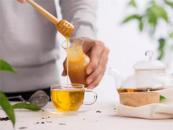 Uống nước mật ong