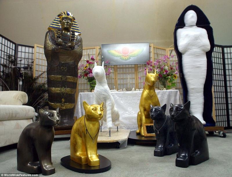 Công ty Summum ở Mỹ chuyên cung cấp dịch vụ ướp xác của chính họ và thú cưng.