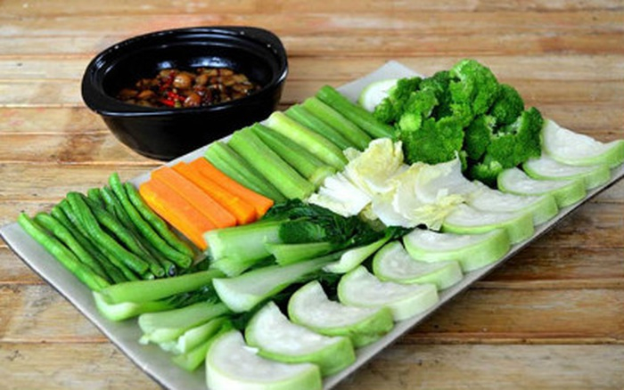 Khẩu phần ăn gồm các chất luộc, hấp sẽ giúp hạn chế được lượng chất béo và calo nạp vào cơ thể