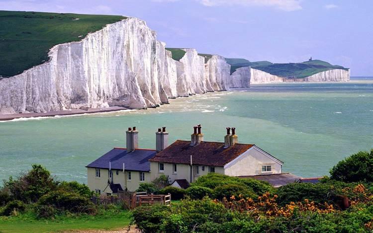 Vách đá trắng tại Dover là một trong những di tích dễ nhận biết nhất của nước Anh