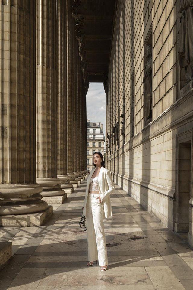 Những bộ trang phục thiết kế mang đậm chất đô thị, sang trọng nhưng không kém phần nữ tính, trẻ trung giúp cho người phụ nữ