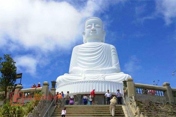 Sightseeing Linh Ung Pagoda