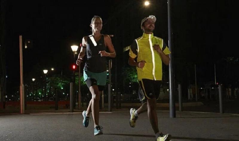 Đi bộ buổi tối cũng tốt nhưng vận động mạnh hơn sẽ tốt hơn