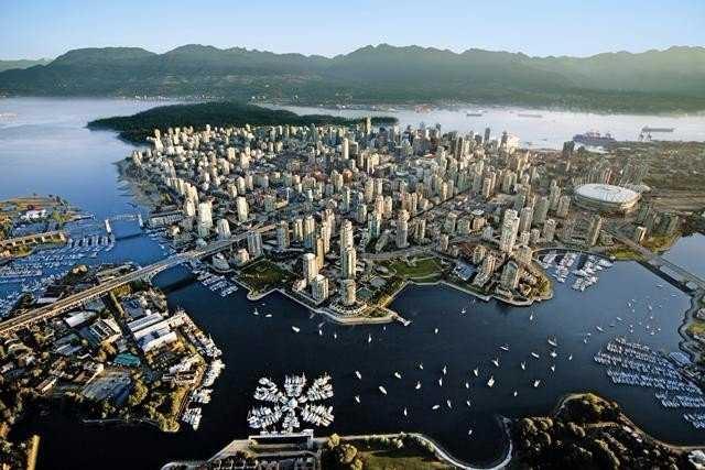 Thành phố khi nhìn từ trên cao.