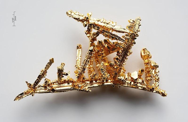 Tinh thể vàng với độ tinh khiết hơn 99,99%