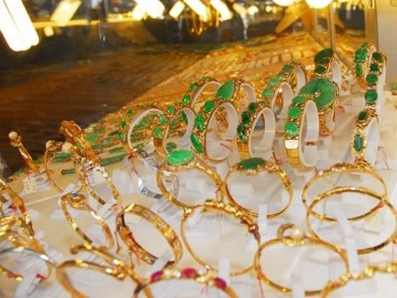 Vàng bạc tại cửa hàng Kim Hoàn
