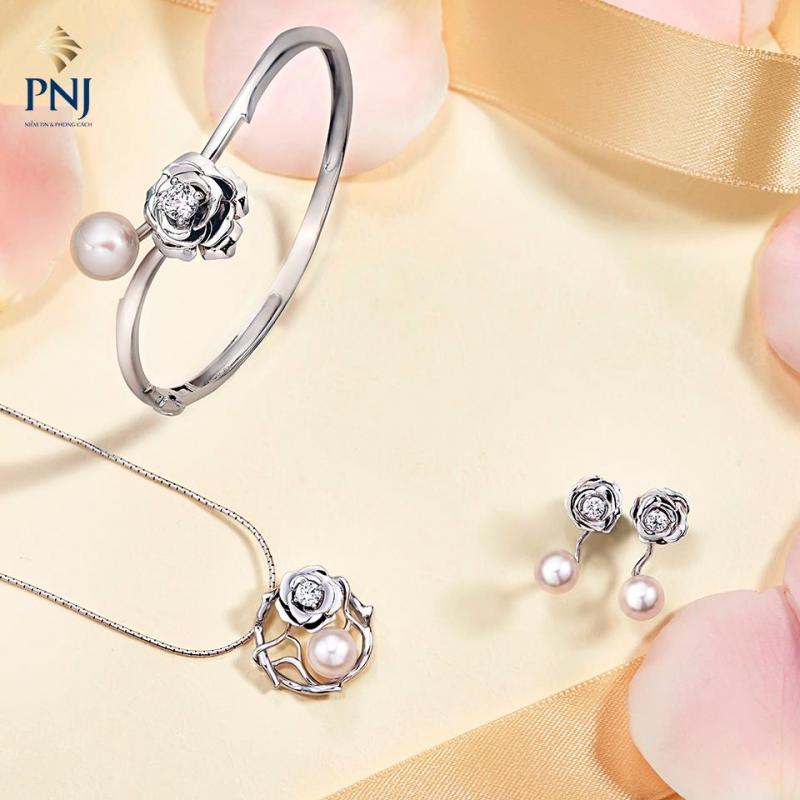 Bộ trang sức hoa hồng, mẫu bán chạy hàng đầu tại PNJ