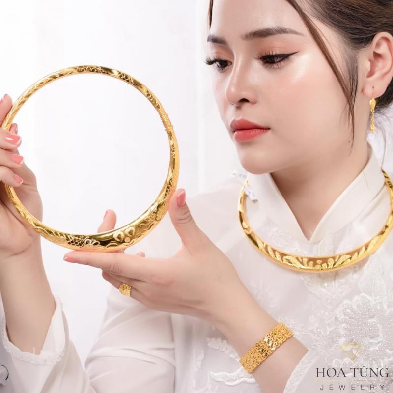 Vàng Hoa Tùng