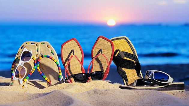 Top 17 vật dụng cần thiết nhất khi đi du lịch biển cho phái nữ