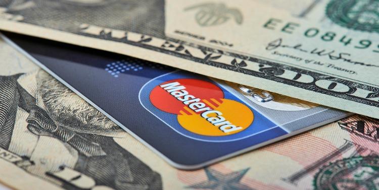 Hãy mang cả tiền mặt lẫn thẻ trong người