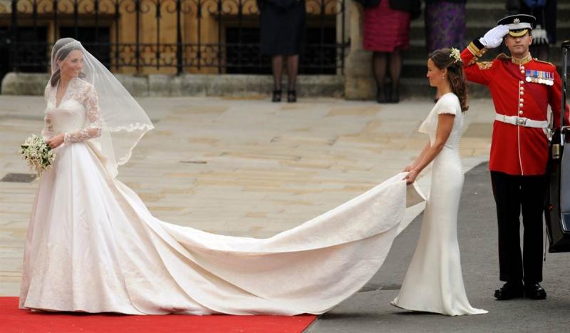 Váy cưới  Alexander McQueen - 8,8 tỷ đồng