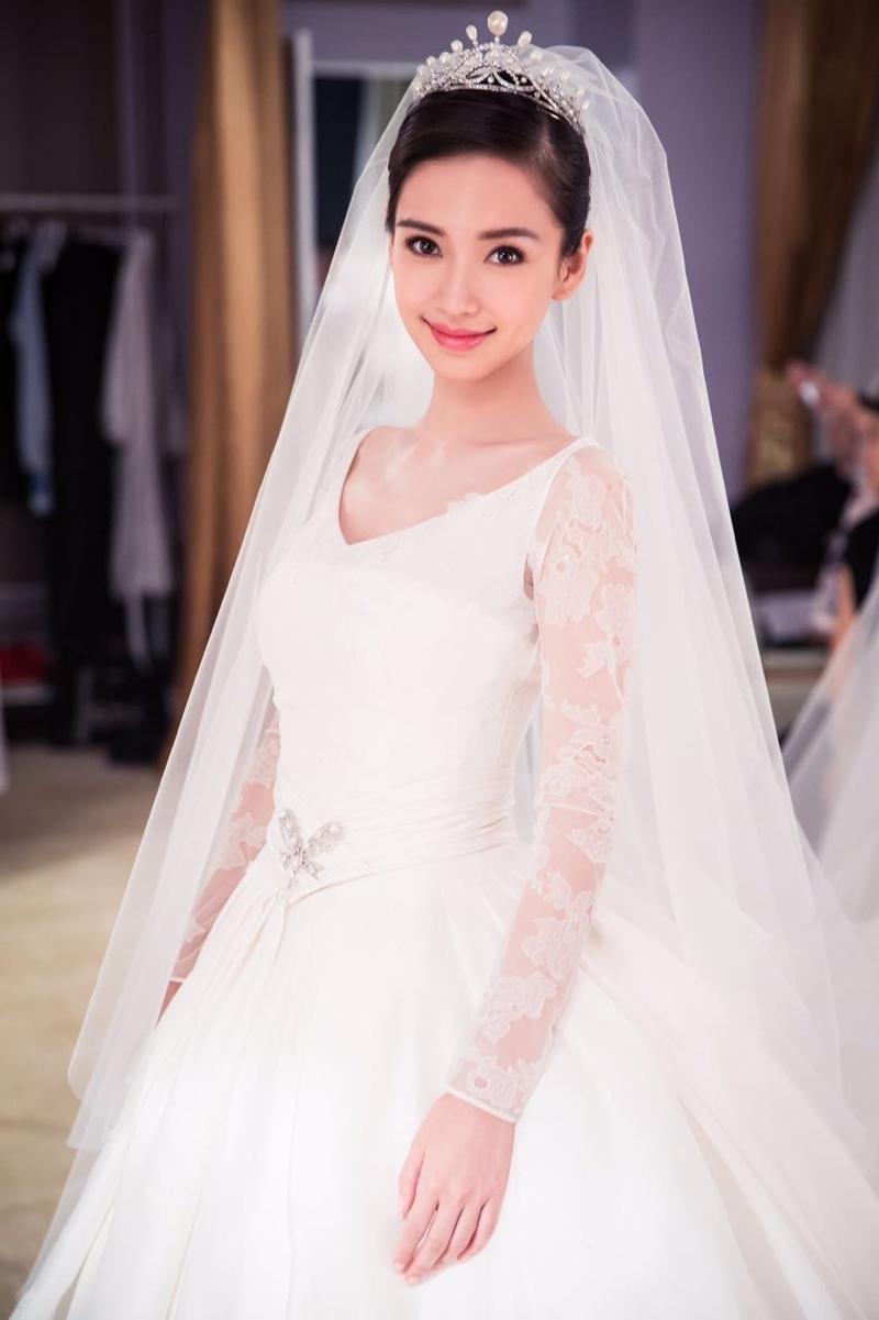 Váy cưới của Angela Baby - 3,5 tỷ đồng
