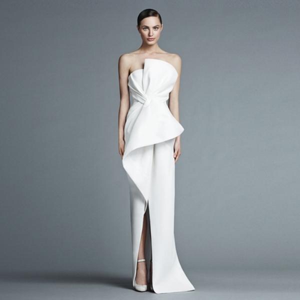 Váy cưới tối giản giúp cô dâu trở nên thu hút