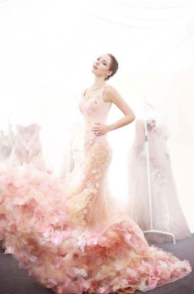 Váy cưới hoa hồng dịu dàng và nữ tính