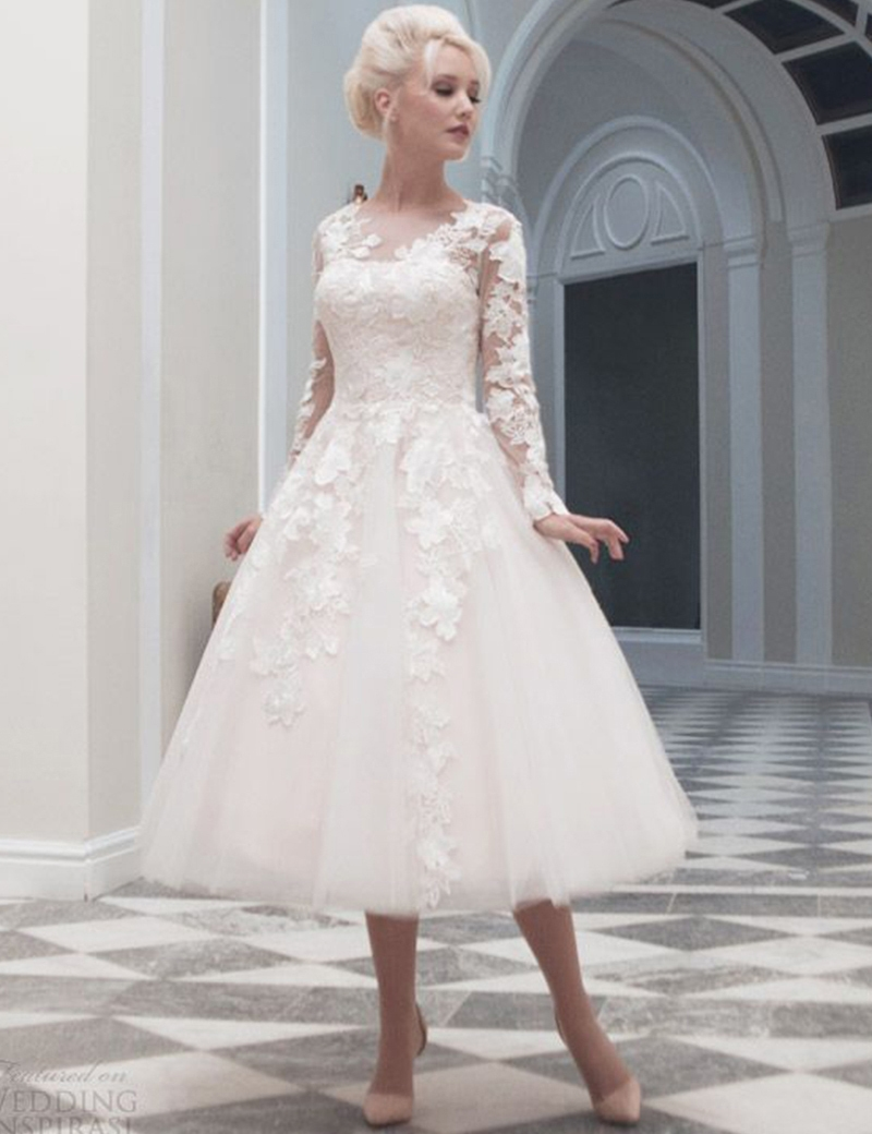 Váy cưới ngắn hiện đại và trẻ trung