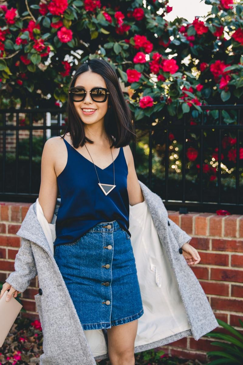 Váy jean dáng chữ A với áo hai dây cùng tông màu