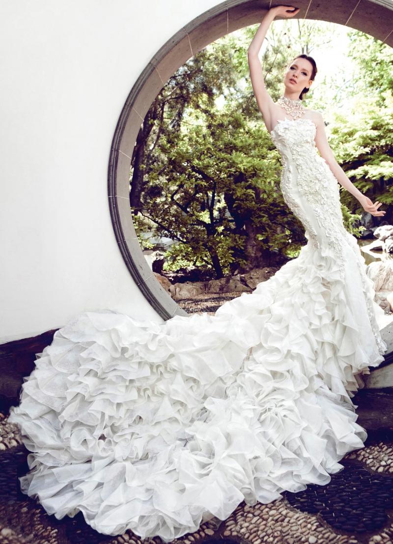 Váy kim cương vàng trắng của Yumi Katsura – 187 tỷ đồng