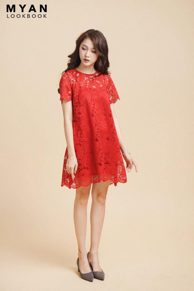 Với chiếc váy ren này có thể kết hợp với một đôi búp bê hoặc cao gót đều rất hợp.