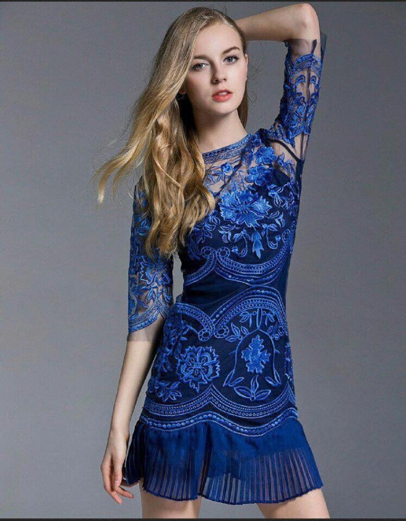Xanh coban luôn là lựa chọn thích hợp cho váy dự tiệc