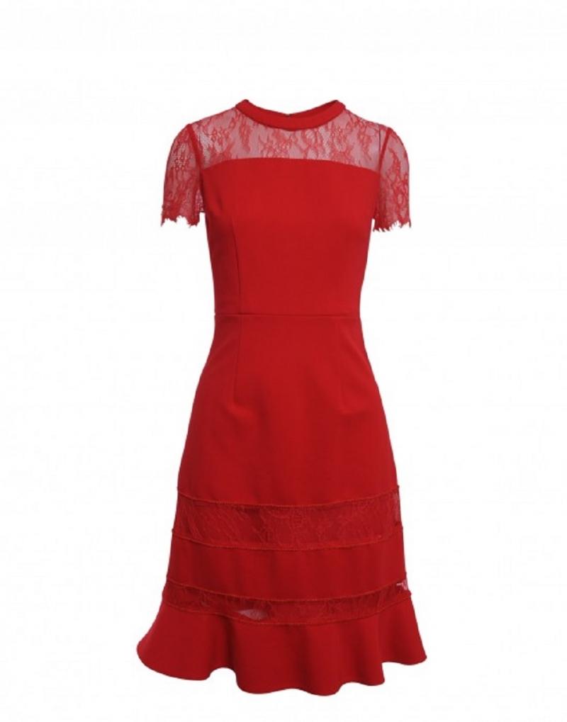 Bạn có thể chọn một chiếc váy ren đuôi cá để tạo điểm nhấn