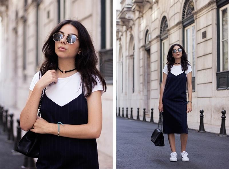 Lựa chọn slip - dress với những thiết kế đang được ưa chuộng trong năm nay. Bạn có thể mix áo t - shirt trắng với váy slip - dress và giày thể thao cá tính. Nhấn nhá set đồ với túi xách và mắt kính là trông cực kỳ thời thượng luôn rồi