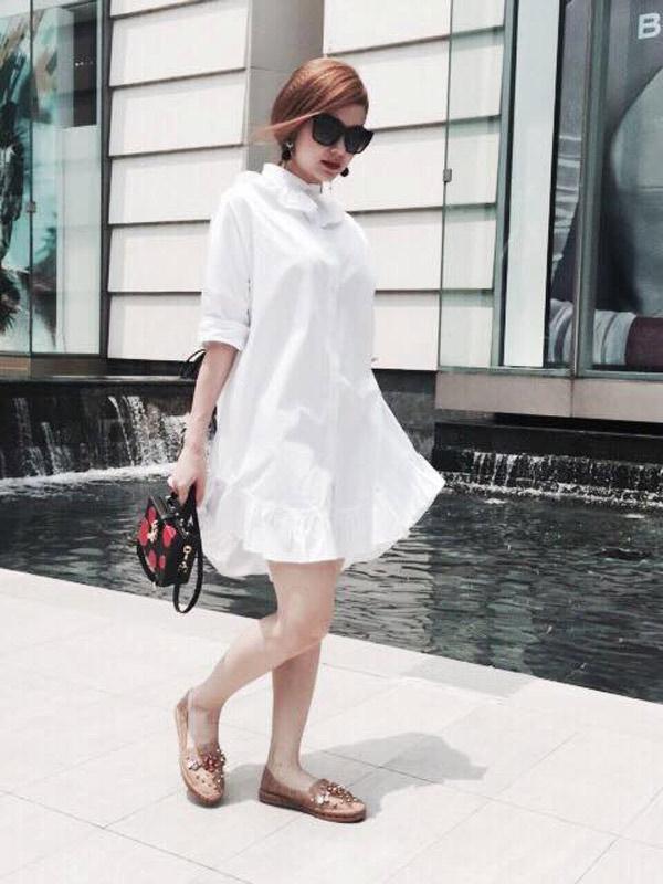 Váy suông màu trắng cực kỳ xinh xắn. Ảnh minh họa.
