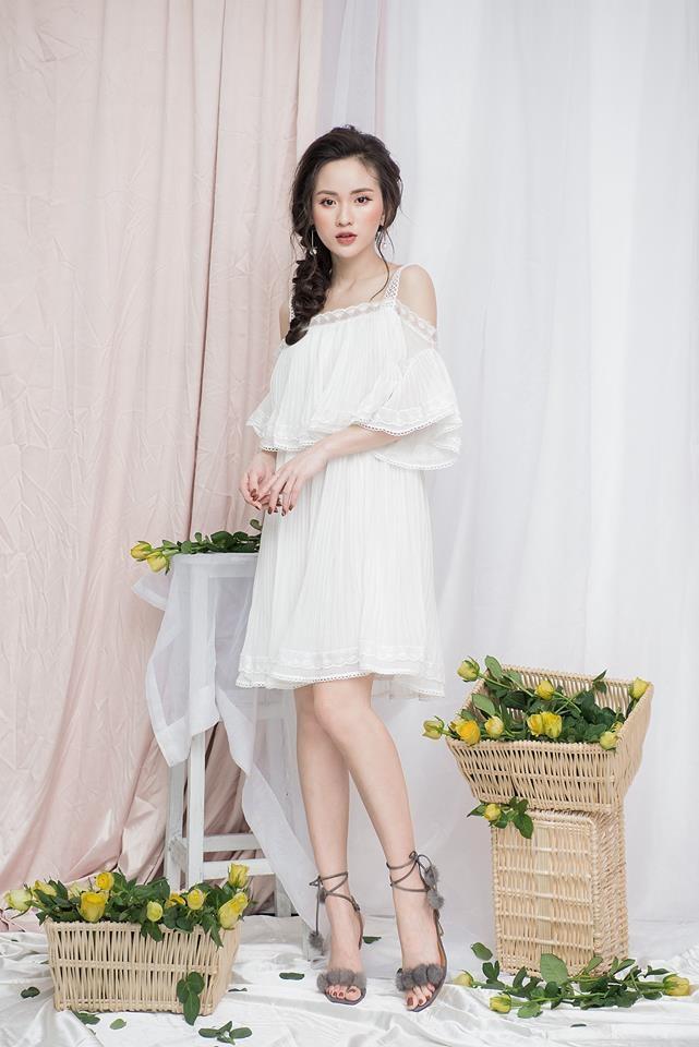 Váy 2 dây trễ vai với các hoạ tiết xoè rộng khiến các nàng trở nên đáng yêu