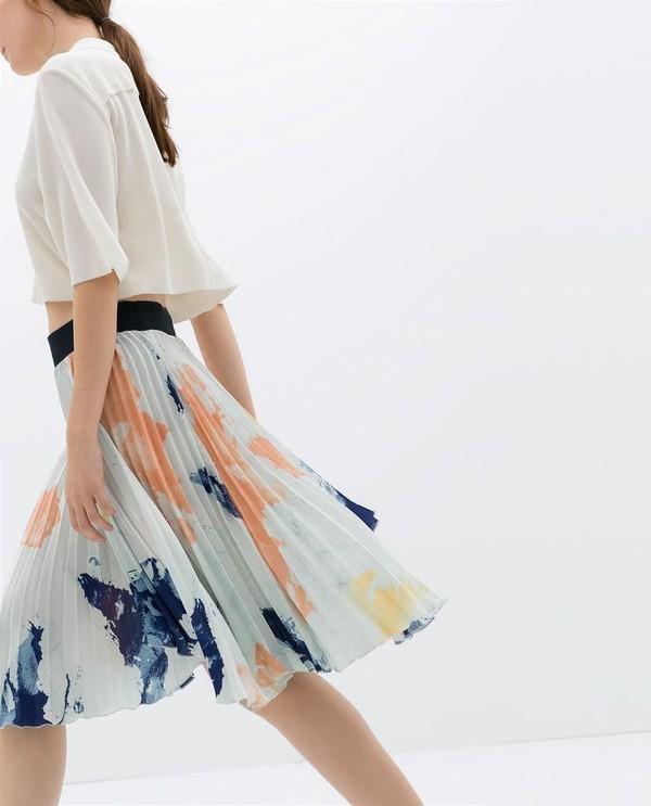 Phong cách dịu dàng với váy xếp ly