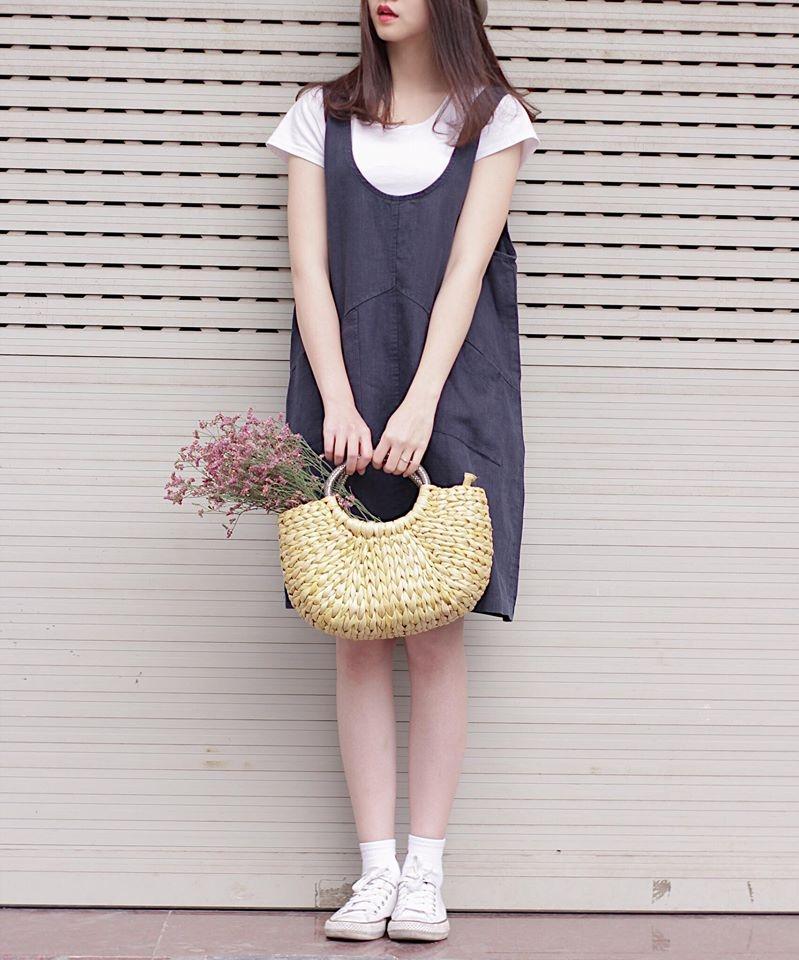 Váy yếm Hàn chất liệu vải thô, trẻ trung dành cho các bạn gái